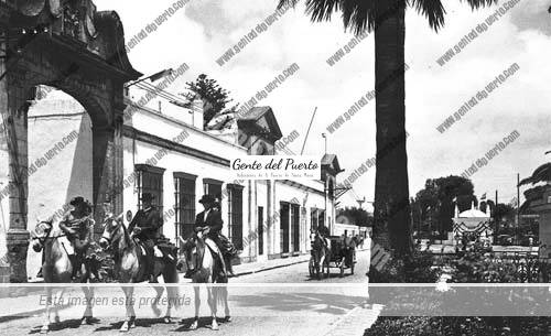 arcotrinidad_caballos_puertosantamaria
