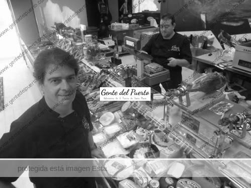 Juan-Carlos-Amado-en-su-tienda-El-Puerto