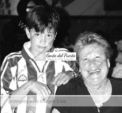 Del-Betis-con-la-abuela-Manuela-Feria_puertosantamaria