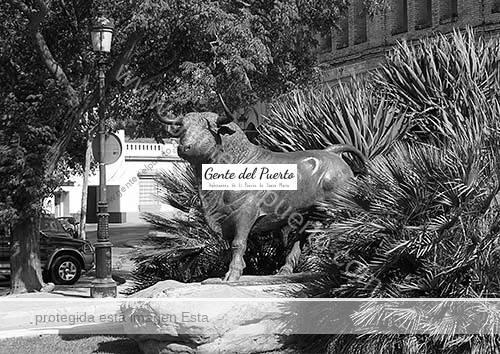 toro_monumento_plazatoros_puertosantamaria