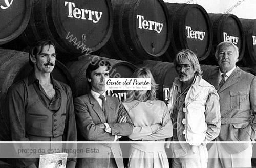 2.747. Muere al actor George Kennedy. Actuó en El Puerto en el rodaje de la película 'Bolero'.