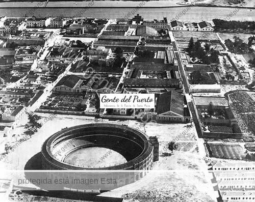 Vista-aerea-de-la-Plaza-de-Toros-_anos40_puertosantamaria