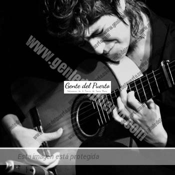 2.912. Antonia Jiménez. Tocaora de guitarra flamenca.