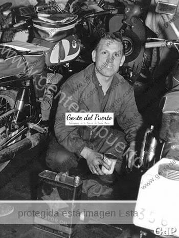 2.940. Juan Andrés García Durán 'El Rubio'. Mecánico y criador de canarios.
