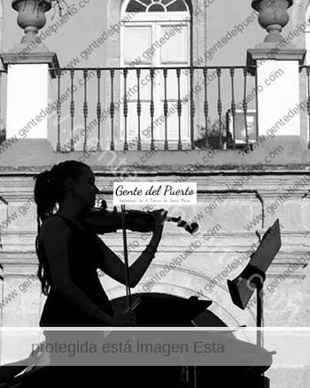 2.946. Ana María Castillero Gómez. Violinista.