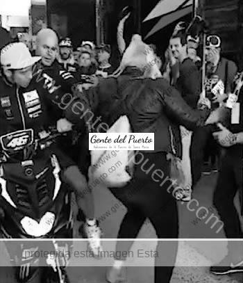 2.983. Ana Cabanilla Vázquez. Su percance con el piloto Valentino Rossi en Cheste.