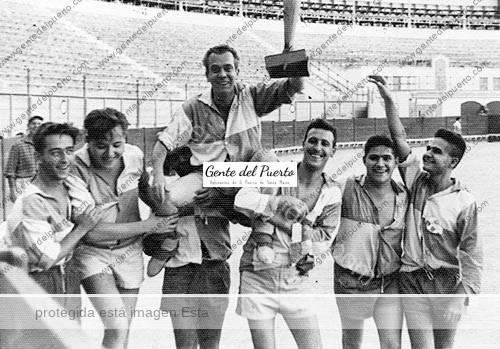 3.057. Partido de Fútbol en la Plaza de Toros. Año 1960.