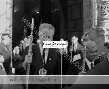3.129. Salida procesional de la Hermandad del Resucitado. Año 1994.