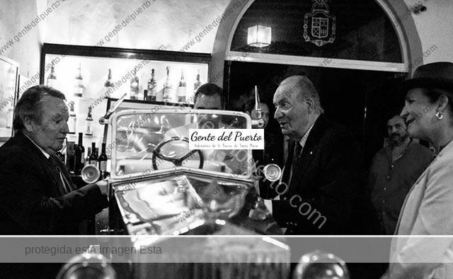 3.175. El Rey Don Juan Carlos, el cochecito de su infancia y Bodegas Colosía.