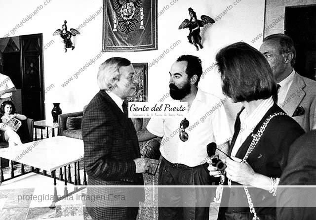 3.226. Cuando el ministro Solchaga veraneaba en El Puerto.