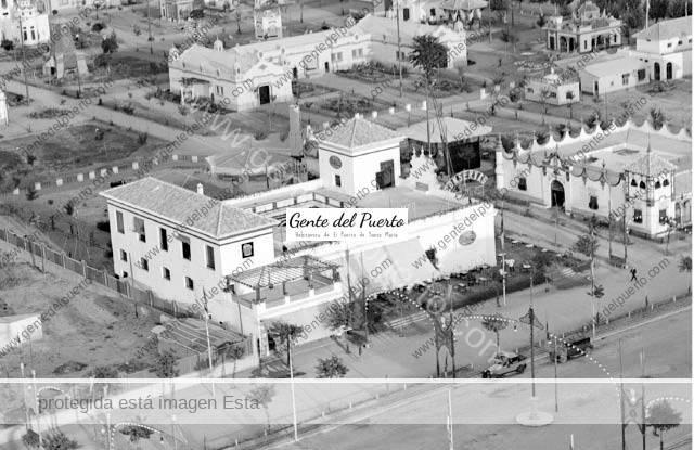 3.221.El Puerto en la Exposición Universal de Sevilla de 1928. Pabellón de Osborne, Conservas Sur y la Cruz del Campo