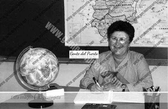 3.292. María Dolores Gómez Flores. Lola, en su jubilación.