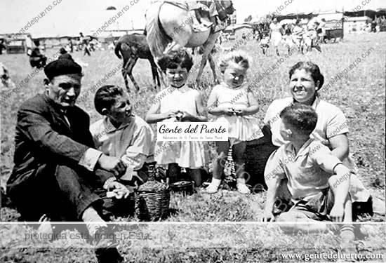 3.598. Antiguas fotos de niños y jóvenes en la Feria
