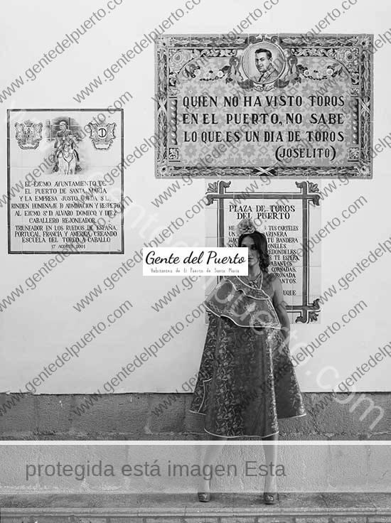 3.622. Ainova Gómez y Salvador Egea, en la Plaza Real