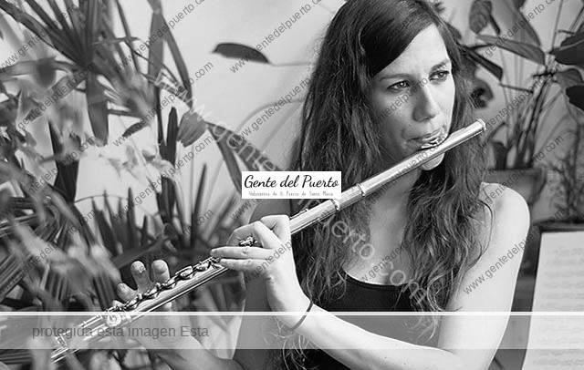 3.629. María Toro. Flautista