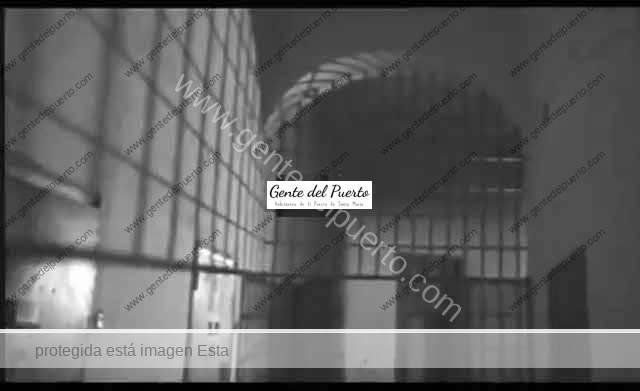 3.714. Una carcelera desde una celda del antiguo Penal de El Puerto