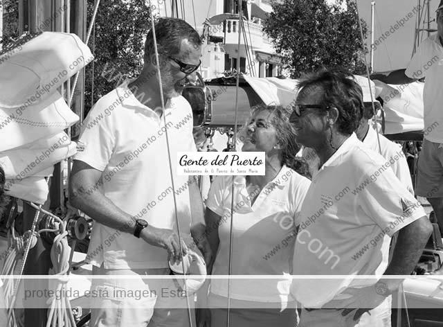 3.726. Valle de la Riva, presidenta de Puerto Sherry, con S.M. el rey Felipe VI