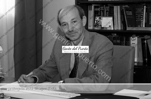 3.758. Fernando Jiménez Romero. Homenaje al que ha sido Secretario General del Ayuntamiento