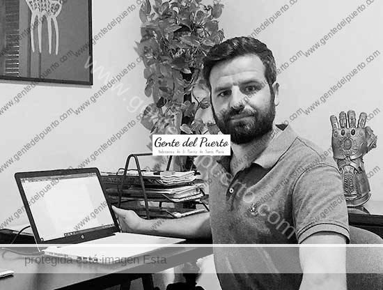 3.768. Javier Botella Franco. El edil renuncia a su acta 'por razones políticas'