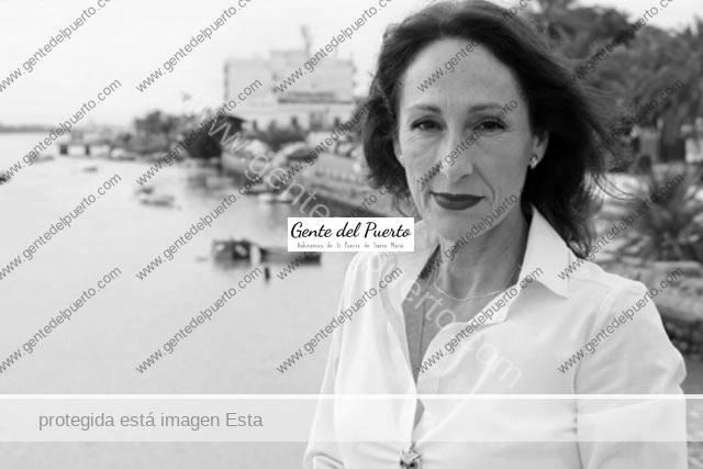 3.840.Sofía González Vázquez. Presenta su novela 'Si a vuestra voluntad yo soy de cera'