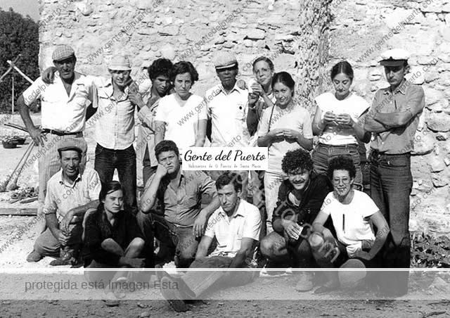 3.922. Equipo de arqueólogos y obreros del Yacimiento de Doña Blanca. 1981