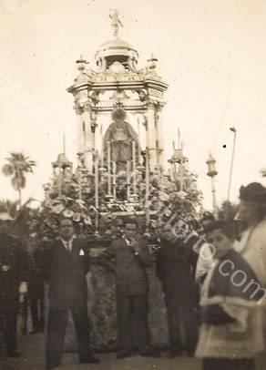 4.093. Natalia Pajares Salguero, las Carmelitas y el estreno de manto para Milagros en 1897