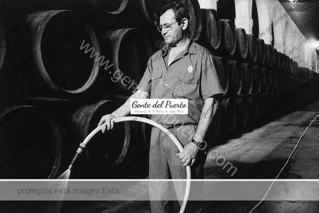 4.152. El Vino Fino, un cónsul tan acogedor. Fotografías de oficios bodegueros