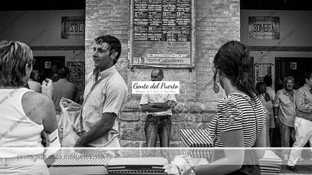 4.402. El fotógrafo Adrián Morillo, homenajea a la Plaza Real en su 140 aniversario
