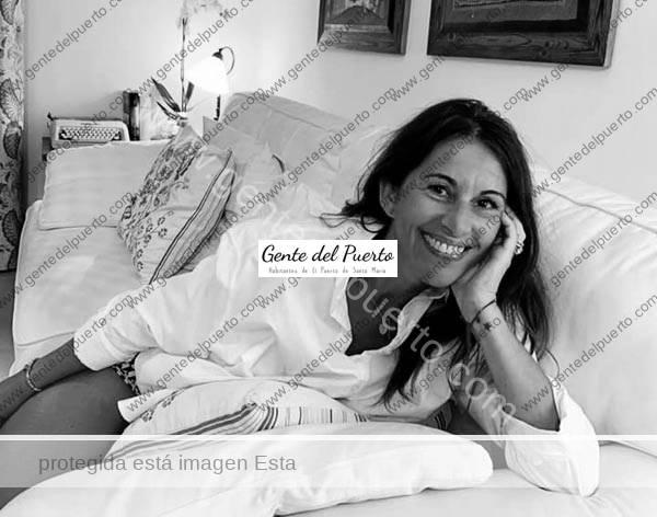 4.484. Paula Puerta Reyes. Publica su segunda novela 'Pieles mudadas'