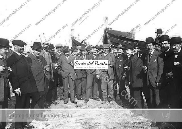 4.502. Los hermanos Álvarez Quintero en El Puerto. Agasajo a unos literatos insignes