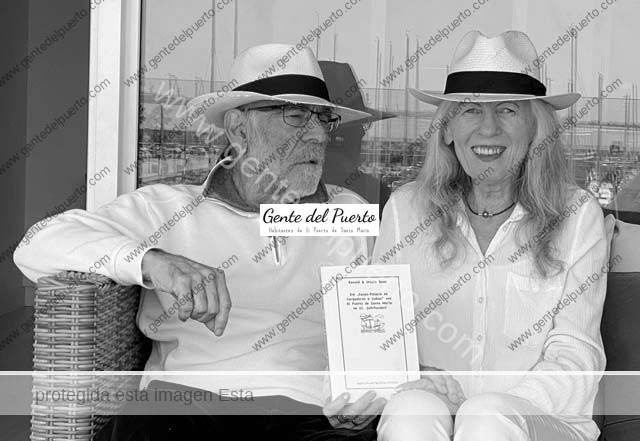 4.705. Úrsula y Ronald Daus. Dos alemanes estudiosos de El Puerto, publican un libro