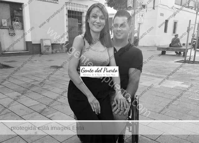 4.732. Joaquín y Lucía. El lesionado medular baja de su silla de ruedas y le pide matrimonio a su fisioterapeuta